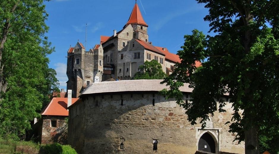 Замок Пернштейн с северной стороны
