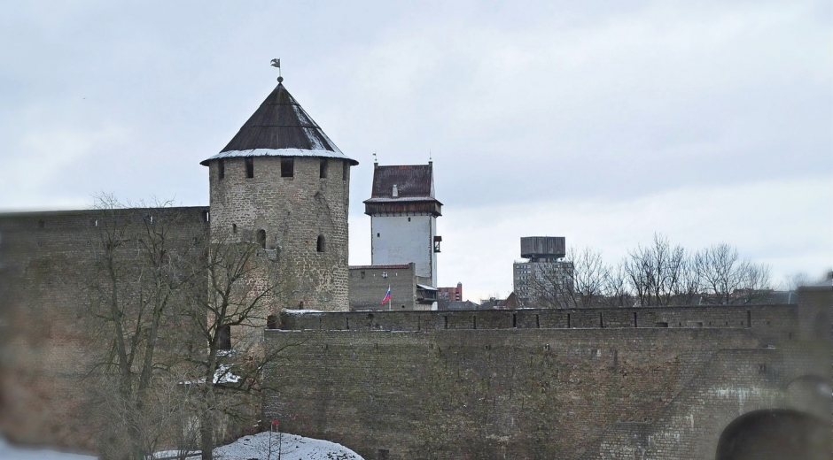 Башни Ивангорода и Нарвы